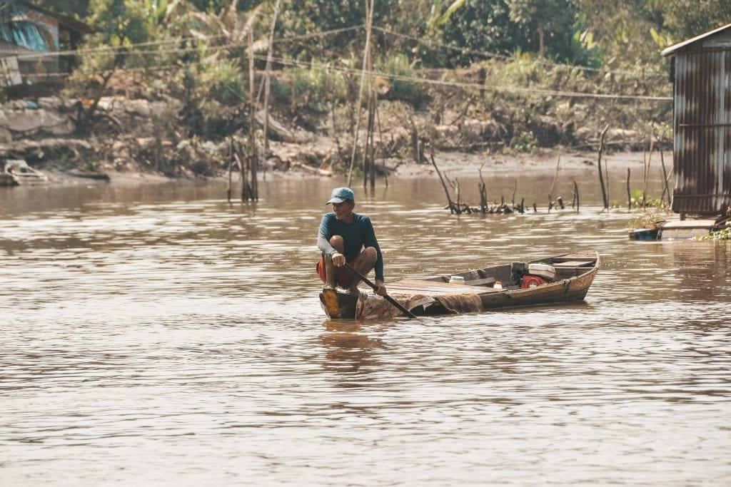 Lokale visser in de Mekong Delta in Vietnam.