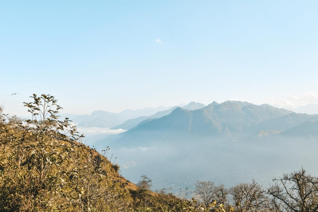 Uitzicht over de bergtoppen.