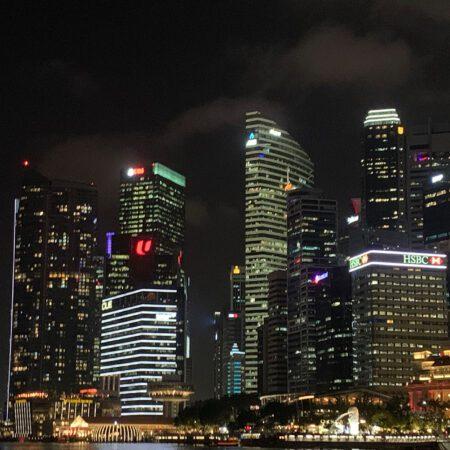 Singapore skyline avond
